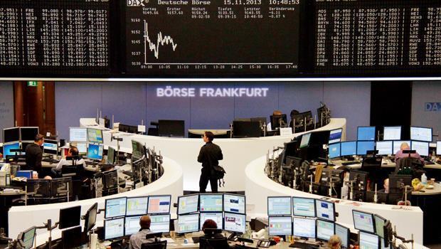 在國際資金回補下,歐股今年展開逆襲,基金績效跑贏新興市場。