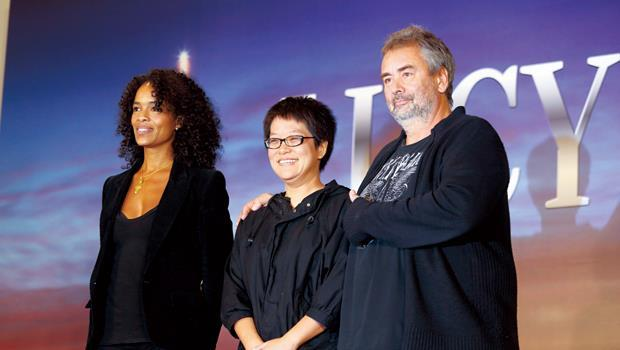 李耀華(中)統籌的團隊,讓盧貝松(右)一改心中疑慮,對台灣電影人專業刮目相看。