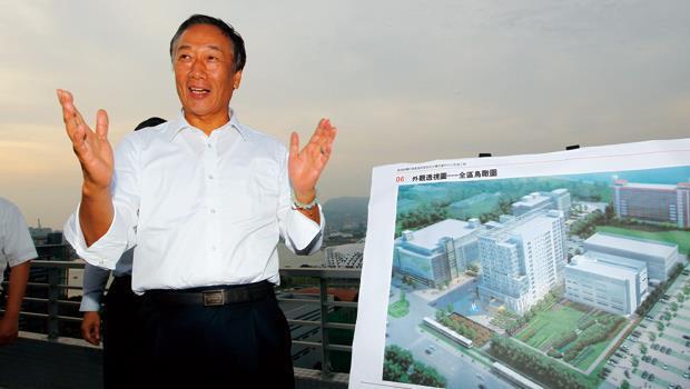 鴻海集團董事長郭台銘用低門檻搶下4G門票,下一步動作讓各界睜大眼觀察。