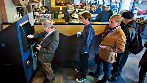 全球第一台比特幣提款機,10 月底在加拿大溫哥華Waves咖啡館誕生,提款人可用提款機將加元兌換比特幣。