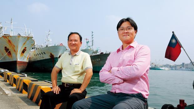 科學觀察員海上經歷中,蔡明山(左)曾替被鯊魚咬傷腿的船員縫合,許柏欣(右)更曾遇上沉船。