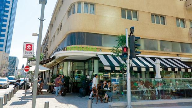 以色列新創公司最密集的羅斯柴爾德大道上,年輕人在咖啡屋醞釀著創業大計。