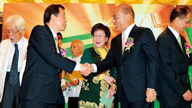 民進黨「老天王們」謝長廷( 左2 起)、呂秀蓮、蘇貞昌、游錫堃至今還在搶演第一男、女主角。