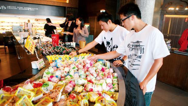 連鎖餐飲業必須有精準SOP,從食材擺放、烹煮到服務,都要「按表操課」。