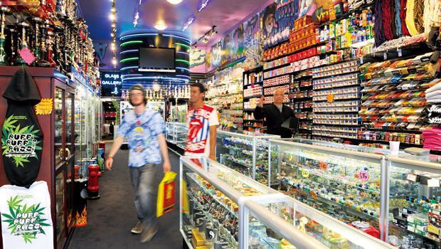 支持者認為大麻合法有助販售通路透明化,可減少黑市交易。