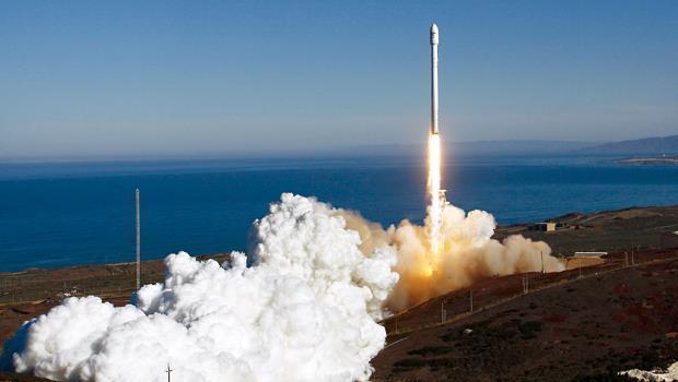 為了送人類上太空,馬斯克7年內試射火箭3次失敗,即使賣掉跑車也沒放棄,去年終於成功。