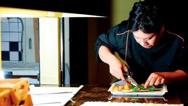 阿布善於使用竹炭提襯食材的風味,達到畫龍點睛的效果。