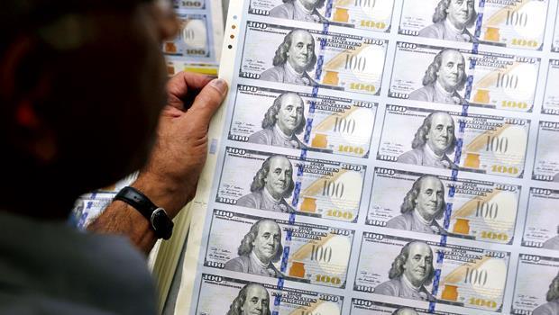 美國聯準會4年多來瘋狂印鈔,市場游資充斥讓利率見底;大企業趁明年QE結束前,趕緊發債。