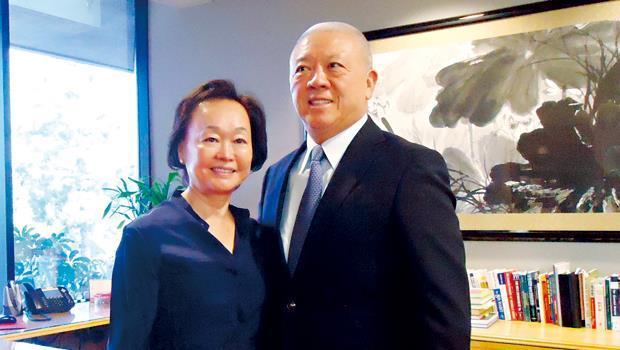 熊貓餐廳集團創辦人兼董事長程正昌(圖右)與妻子蔣佩琪