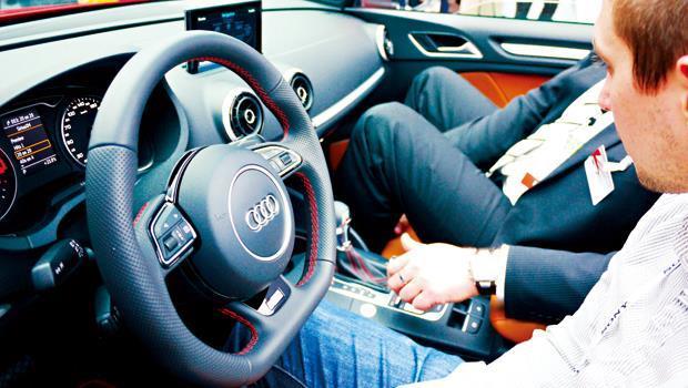 奧迪車內的新款車載系統,能隨時連網,幫駕駛找出不塞車路徑。
