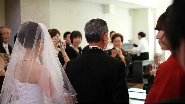 女兒要結婚了,爸爸的攝影機裡藏著的是......