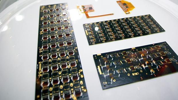 軟板就像手機、平板中的航空母艦,肩負承載晶片與串聯線路的重責大任。