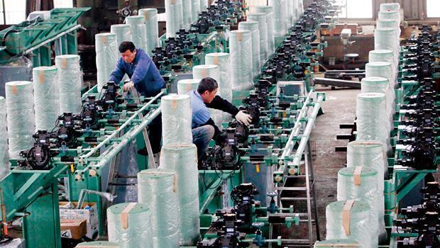 全球50大輪胎廠中,彰化員林輪胎聚落就至少供應其中30家。圖為有為工業輪胎設備生產線,F1賽車輪胎供應商義大利倍耐力也用這裡的設備。
