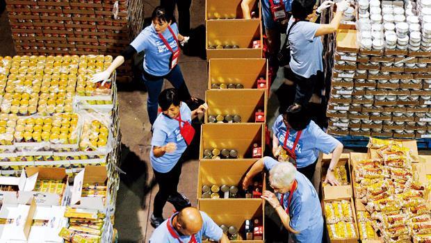 食物銀行一邊賺金字塔底層商機的錢,一邊解決大問題。
