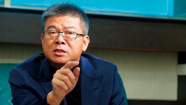 中華電信打算要神腦撤櫃,大舉擴直營門市,對此林保雍放話,神腦將在中華電信門市旁設點,雙方直接打對臺。