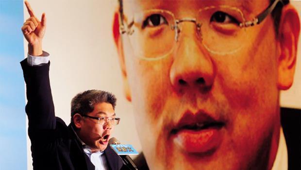 僅是宣布參選台北市長,連勝文的記者會就吸引鳳凰衛視、湖南衛視、日本通信社等多家國際媒體,是其他參選人得不到的待遇,凸顯這檔「政壇潛力股」的後市看好度。