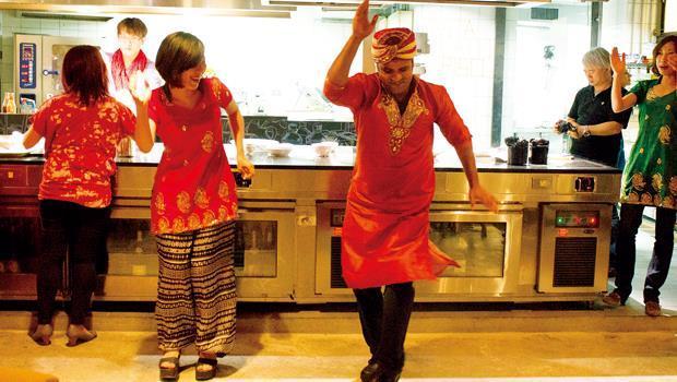 Skills Cooking School印度派對裡的印度舞表演,炒熱氣氛,讓現場瀰漫異國風。