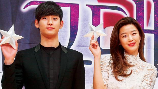韓國最年輕的電視劇最佳男主角金秀賢(左),配上婚後復出的全智賢(右),讓《星》劇男女通吃,在台灣未演先轟動。