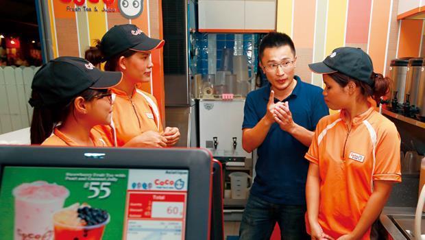 陳瑋璿去學印尼語、泰國話、馬來文,講一遍聽不懂,就用比的,再不懂就多示範幾次。
