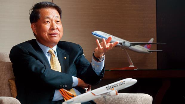 華航董事長孫洪祥透露,隨著新經營團隊陸續到位,台灣虎航各航點最快5月就會出爐。