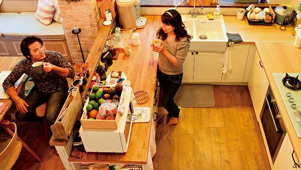 一張吧檯桌,讓廚房變成全家人氣磁場中心點。