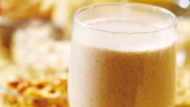 黃豆、薏仁先蒸熟,與燕麥、芝麻、堅果、熱水一起打成汁,不過濾直接就可飲用。