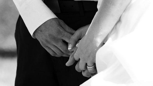 值得現代男女深思的故事:「牽手」的意義