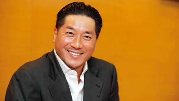 辜仲瑩當年擘畫的金融購併大計,隨著開發金以每股收購價約15.14元折價收購萬泰銀,又添一筆戰績。