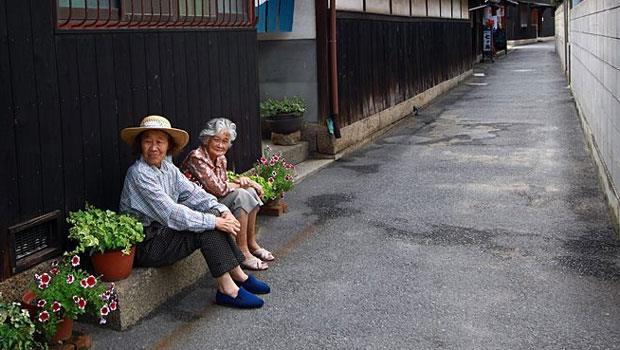 80岁老母亲的愿望:孩子,别让我在安养院孤独等死