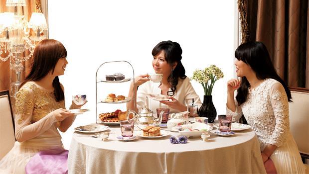 改春酒為「春點」,找三五好友,辦一場午茶派對,用輕盈美味的甜點,喜迎繽紛春季。