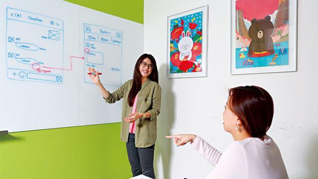 一面5公尺長的白板,是Line測驗求職者思考方式與態度的利器。(圖為模擬畫面)