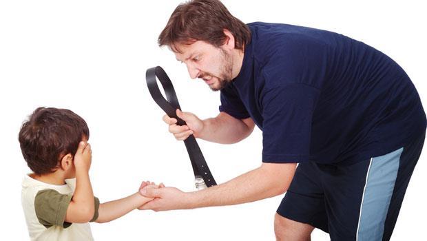 用說的沒用就「體罰」?當心孩子學會用「武力」解決問題!