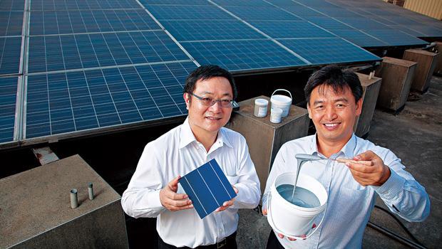 碩禾董事長陳繼仁(左)與總經理黃文瑞(右)靠著正銀導電漿新產品,今年一躍為最火紅的太陽能股。