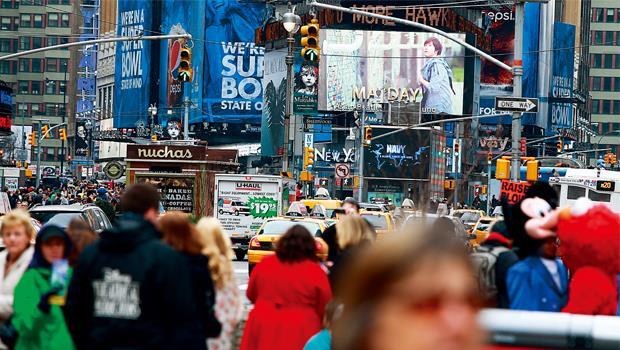 五月天巡演廣告在街頭大螢幕出現,為期1個月、每天播300次,這個看版刊登費要價6位數美元。
