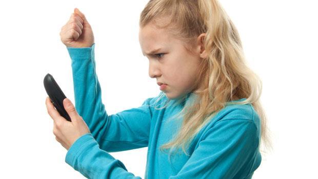 我要踩你手機喔!孩子口出威脅,其實她想表達的是...