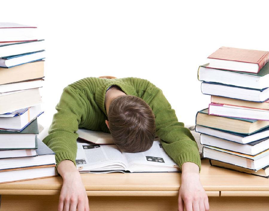 想要成為超級業務員,千萬別趴著睡!