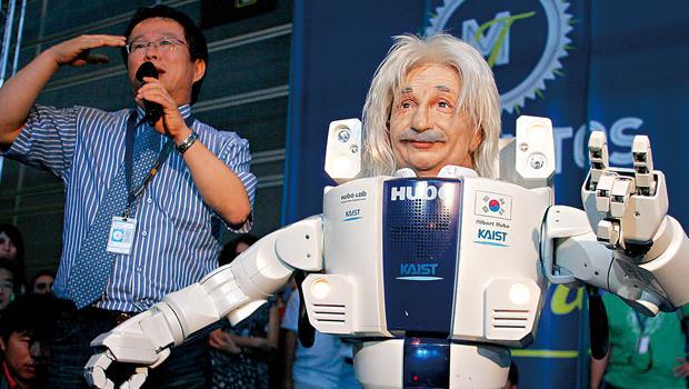 韓國7年前已發表會跳街舞、打太極拳的愛因斯坦機器人,為達成2023年機器人產值新台幣7,000億的目標做足準備。