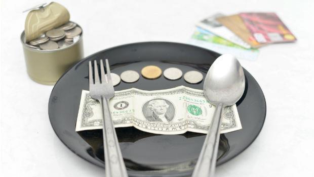 為什麼有錢人先吃最喜歡的菜?