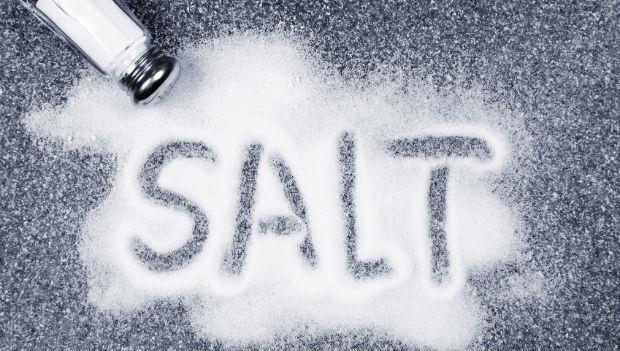 洗砧板、去汗味、緩解肩頸酸痛....鹽的13個妙用