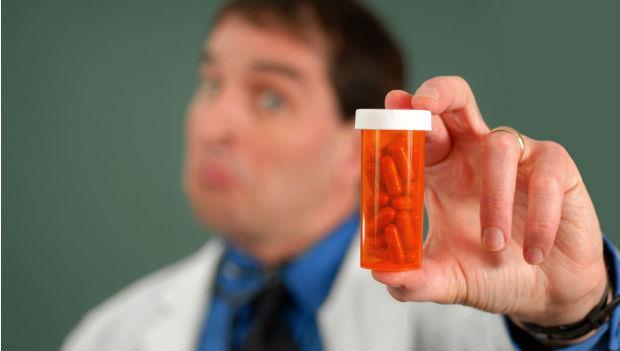 醫生也頭大!每天都有新的「研究發現」,藥該怎麼開?