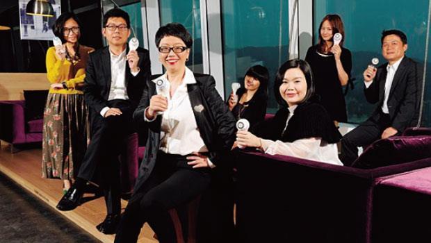 台灣萊雅 LUXE美妝事業部總經理 蔣喆敏(左3)