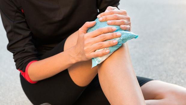 運動傷害要「冰敷」,但你知道到底要冰敷多久嗎?骨科醫師的答案是...