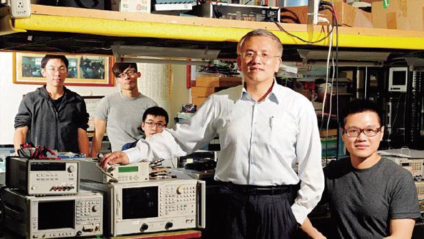 台北科技大學光電工程系 特聘教授 呂海涵(右2)