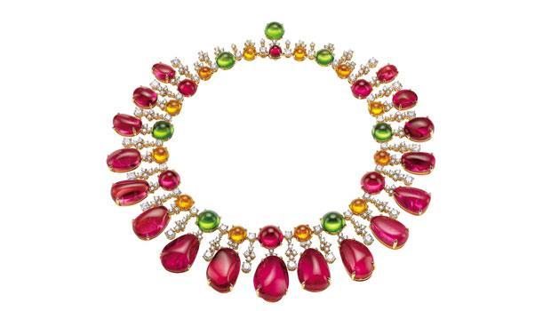 Gala in Costa Smeralda頂級珠寶玫瑰金項鍊鑲嵌18顆花式車工紅碧璽 (420.26克拉)、6顆蛋面形紅碧璽 (50.81克拉)、6顆蛋面形橄欖石 (59.67克拉)、12顆蛋面形石