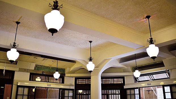 林家百貨-內部梁柱結構採交叉拱頂設計