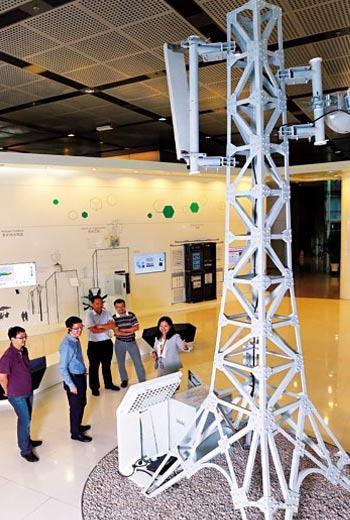鴻海入股亞太,4G終於有進展,但華為基地台爭議一天未解,郭董的電信事業就受阻。(圖為華為展示的通訊設備)