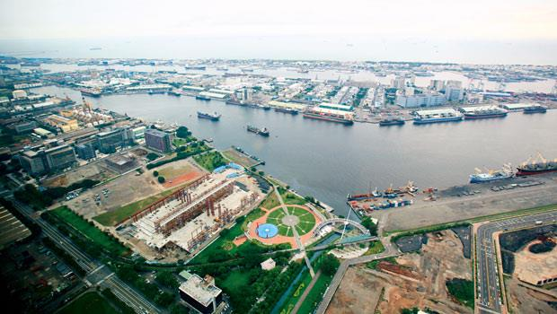 高雄港準備靠著自經區加上重點發展文創、物流的南星計畫,重拾世界級港區榮景。
