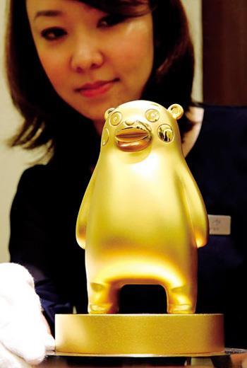 日本珠寶商打造一隻10公斤重的純金九州萌熊,價值高達1億日圓。