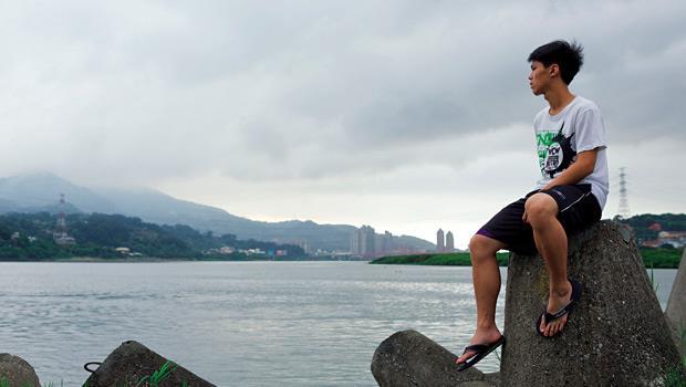 幫台北背44年十字架的小島