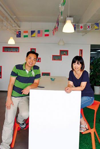 吳俊達(左)和施子薇(右)是獵豹大將,他們獨當一面,不覺得「是在幫人家打工」。